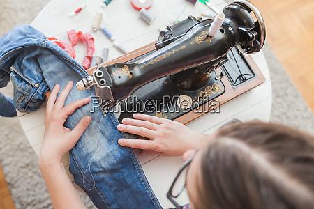 f weibliche schneiderarbeit mit alten vintage
