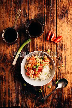 ruehrei mit tomaten lauch und weissem