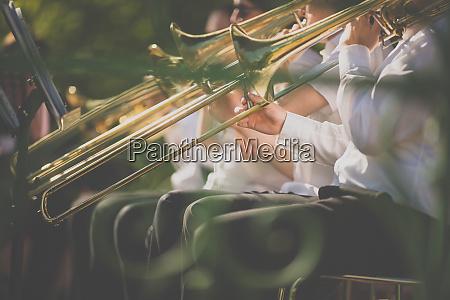 jazzmusiker spielen posaune schoene musik