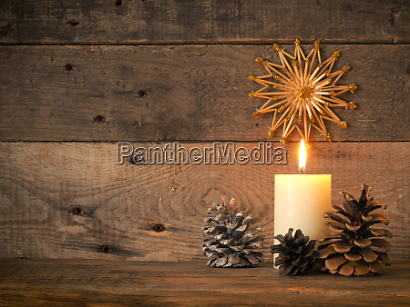 brennende adventskerze 1 advent