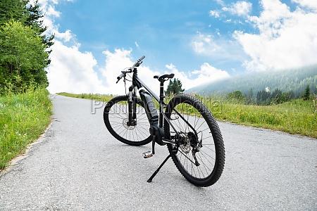elektro mountainbike in den bergen