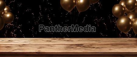 tisch mit feuerwerk und goldenen ballons