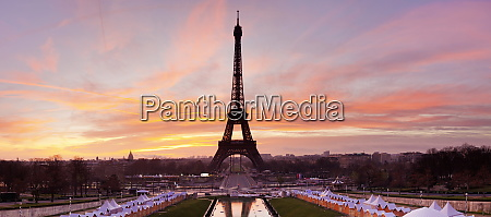 eiffel tower at sunrise paris ile