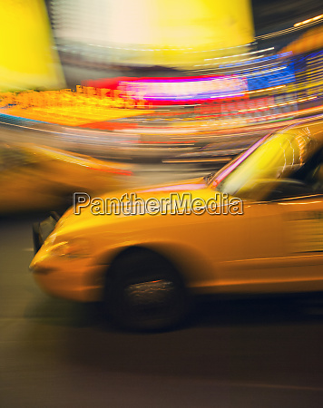 traditionelles, gelbes, taxi, bei, nacht, new, york - 27267379