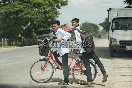kambodscha battambang schulkinder