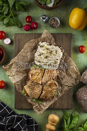 offenes haehnchen sandwich