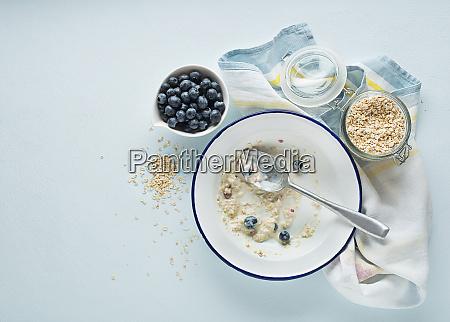 porridge haferflocken fruehstueck