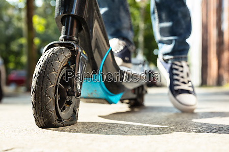 flacher reifen auf e scooter