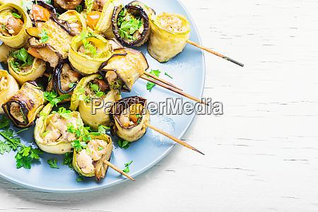 auberginen mit fleisch auf spiessen