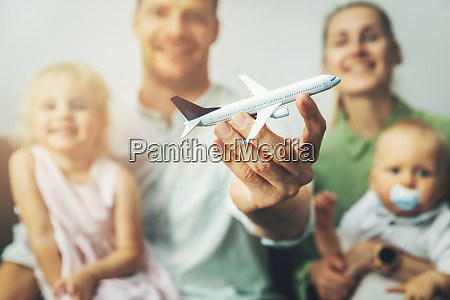 travel with kids young happy