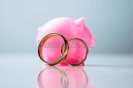 rosa piggy bank mit eheringen
