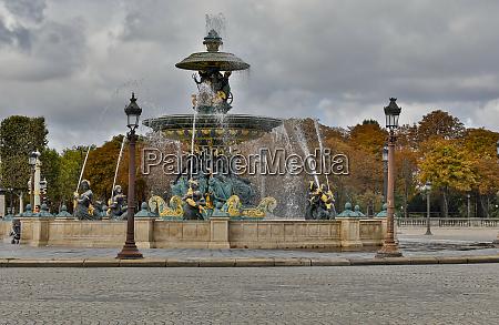 fountain near place de la concorde