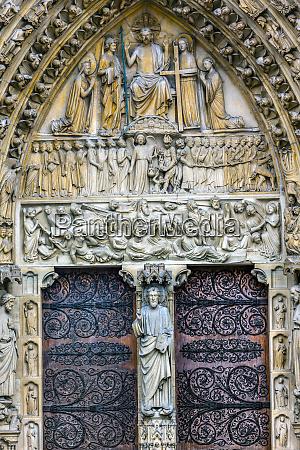 biblical statues notre dame cathedral paris