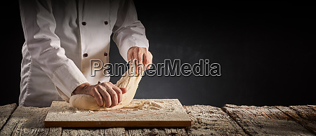 haende eines maennlichen kochs kochs oder