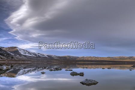 usa kalifornien mono lake lentikularwolke spiegelt