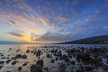 rocky shore near kaleahi at sunrise