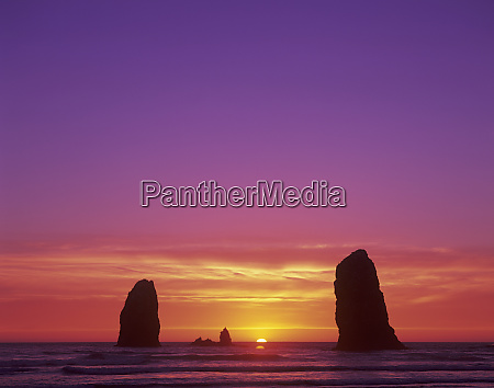 or, oregon, coast, cannon, beach, seesäulen, bei, sonnenuntergang - 27344462