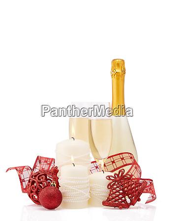 champagner und weihnachtsschmuck