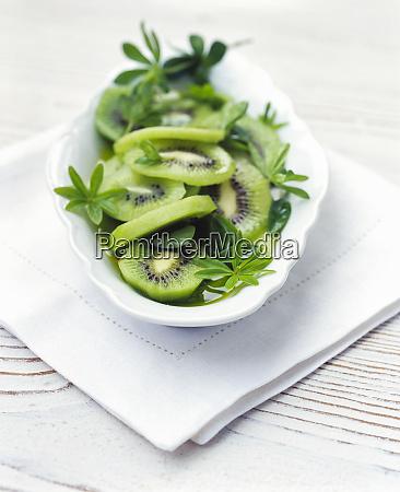 dessert aus frischen kiwi fruechten und