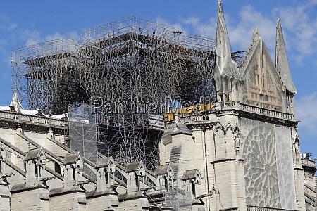 konsolidierungsarbeiten nach dem brand kathedrale notre