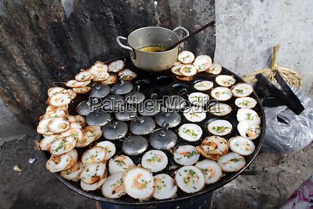 street food banh xeo vietnamesische pfannkuchen
