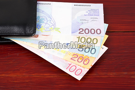 belgischer franc im schwarzen portemonnaie