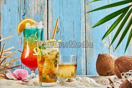 eiskalte sommergetraenke und cocktails