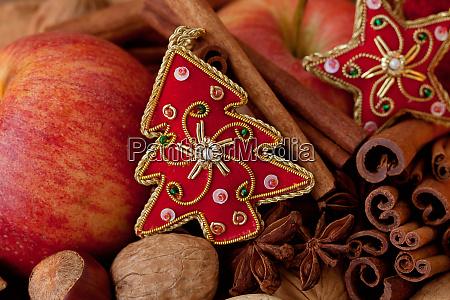 rustikale stil weihnachten stillleben mit AEpfeln
