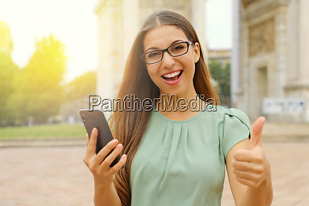 young beautiful business woman holding smart
