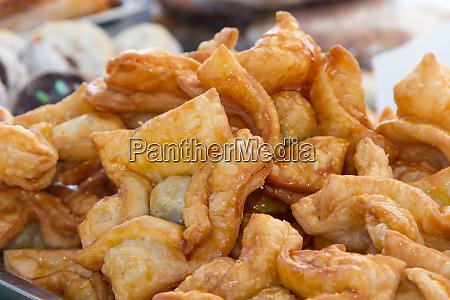 gebratenes gebaeck gefuellt mit suesskartoffel oder