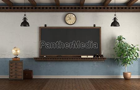 retro stil klassenzimmer mit tafel