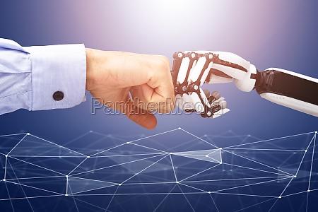 roboter und geschaeftsmann hand machen faust