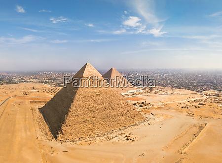 luftaufnahme der grossen pyramiden von gizeh