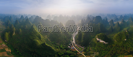 panoramablick auf die guilin mountains china