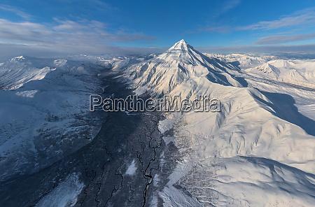 luftaufnahme des vilyuchinsky stratovulkan kamtschatka russland