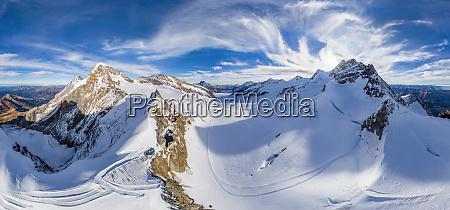luftaufnahme der jungfrau bergkette schweiz