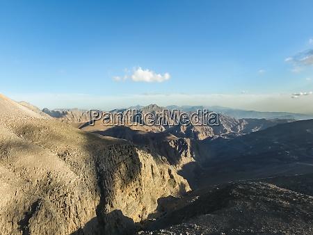 luftaufnahme der felsigen berge von jebel