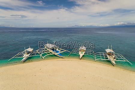 luftaufnahme von vier filipino booten die