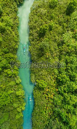 luftaufnahme traditioneller fischerboote im bojo river