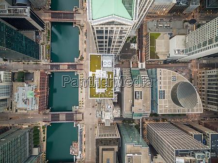 luftaufnahme ueber dem stadtbild von chicago