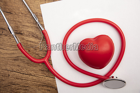 stethoskop auf einem whitge papier mit