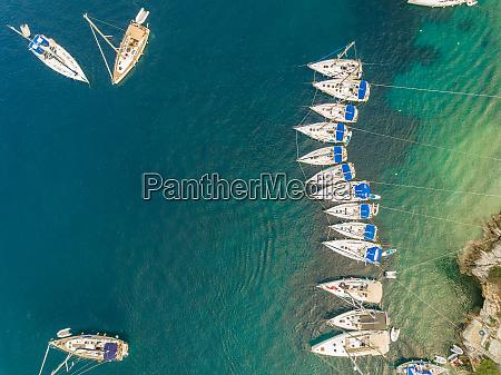 luftaufnahme von booten die im hafen