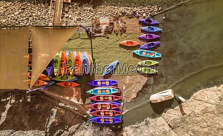 luftaufnahme eines kajakverleihs in hatta lake