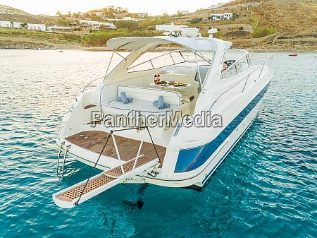 nahaufnahme der luxurioesen yacht mit catering