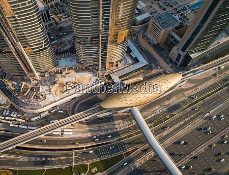 luftaufnahme der metro burj khalifa in