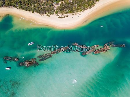 luftaufnahme von yachten vor tangalooma schiffswracks