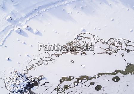 abstrakte luftaufnahme des gefrorenen meeres von
