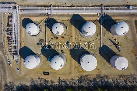 luftaufnahme von petrochemischen lagertanks
