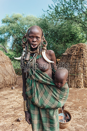 gefaehrlichster afrikanischer mursi volksstamm AEthiopien afrika