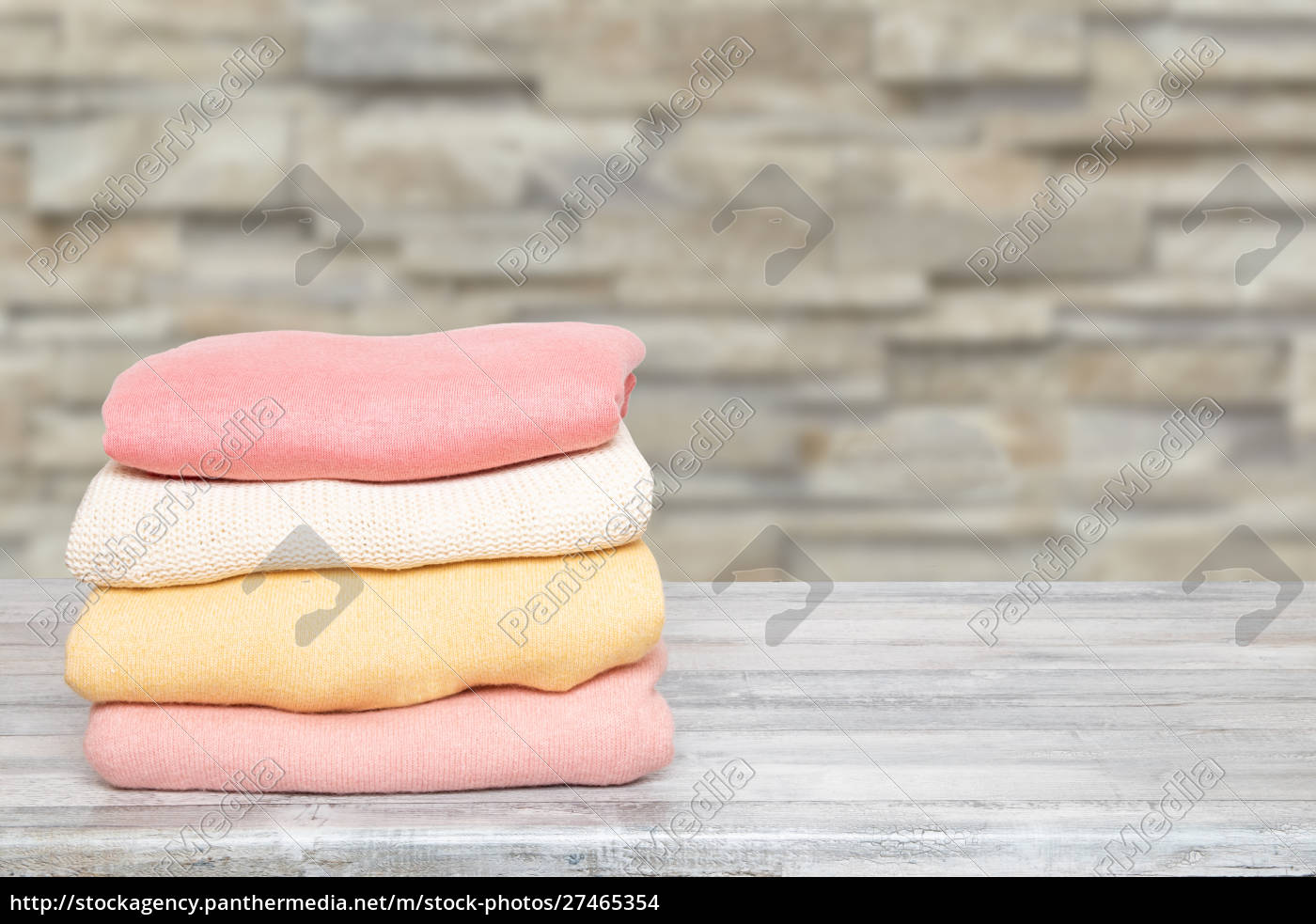 stack, of, winter, clothes., pile, of - 27465354